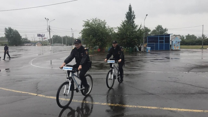 Впервые в России полицейские Красноярска стали патрулировать улицы на велосипедах