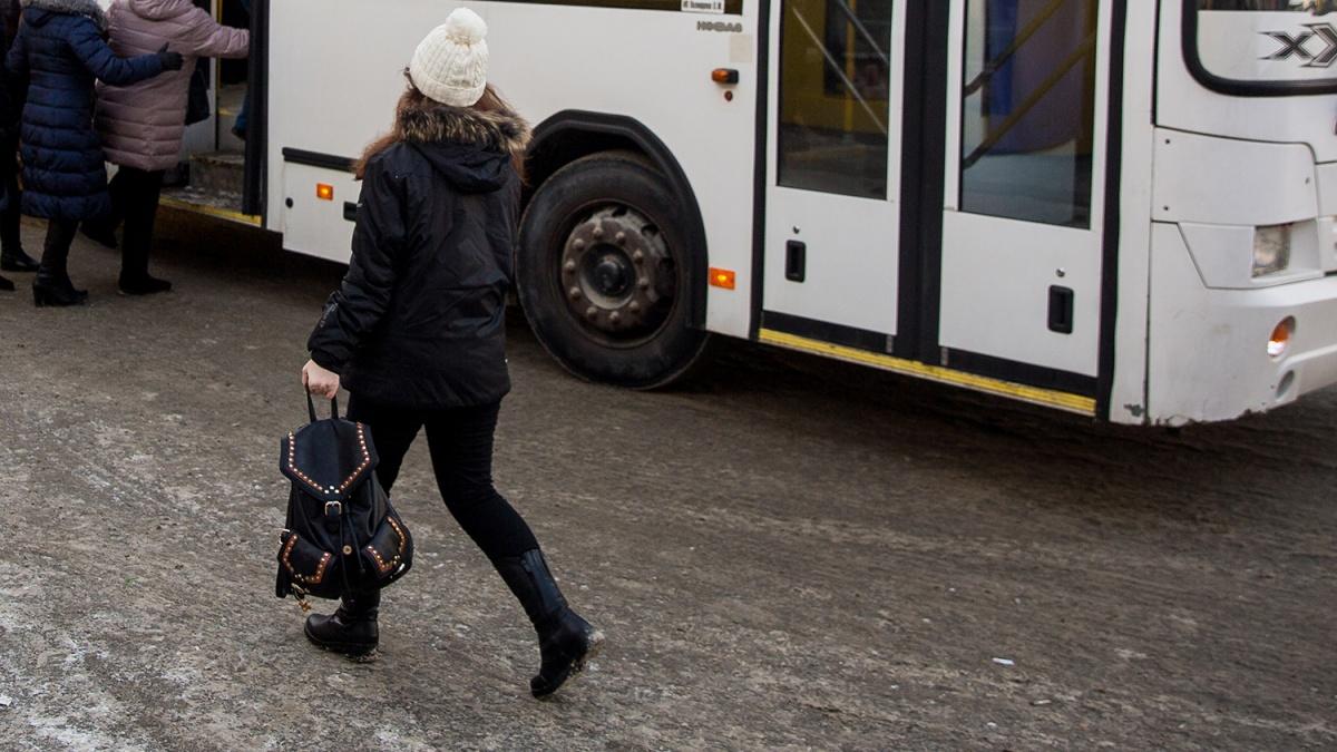 Перевозчик обещает, что завтра автобус выйдет на маршрут с утра