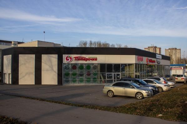 В здании, где по всем документам должна быть гостиница, открылся супермаркет и пивной магазин