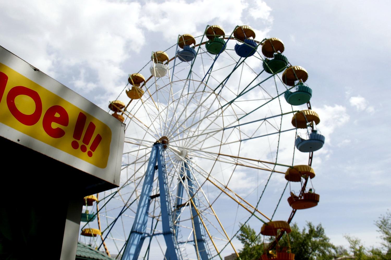 Один круг на колесе обозрения стоит 100 рублей
