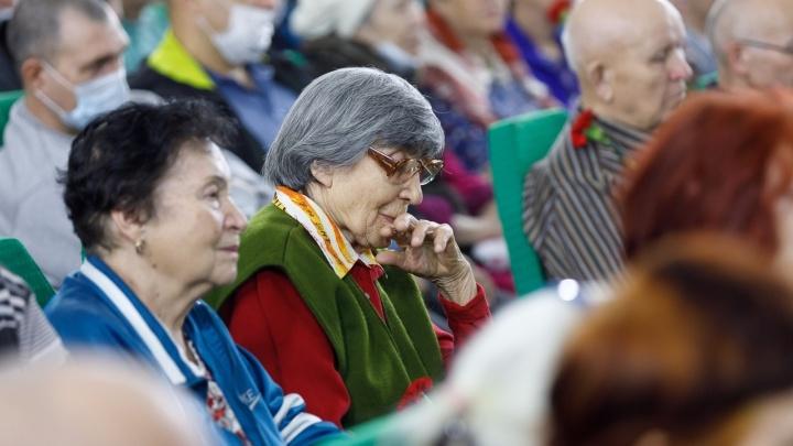 «Каждый третий — старый»: в Волгоградской области пенсии чиновников в два раза выше, чем у инвалидов