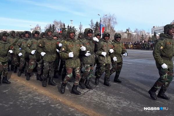 Выступление военных, приехавших в Омск из Африки, стало самым ярким на сегодняшнем празднике