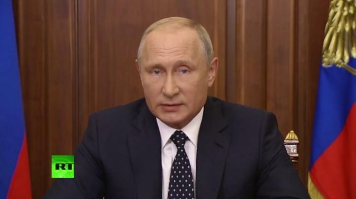 Путин записал обращение у себя в кабинете