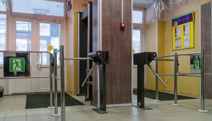 В Перми будут судить охранницу школы, в которой подростки напали на детей и учительницу