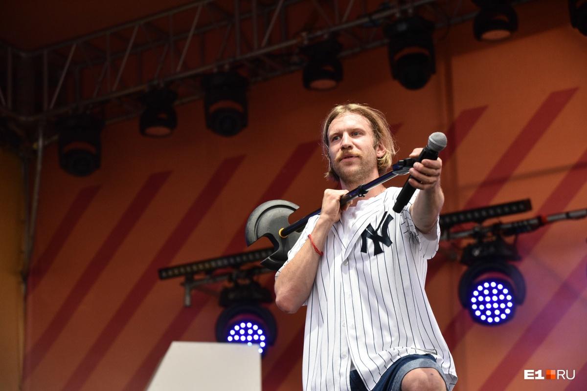 В какой-то момент Дорн направил микрофон на толпу