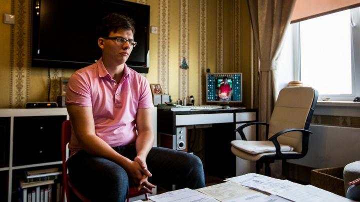 «Парню надо помочь». Как за неделю после репортажа НГС изменилась жизнь Паши Некрасова