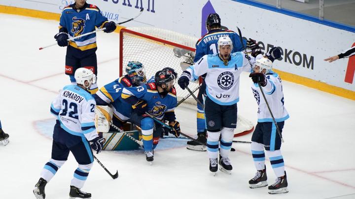 Хоккеисты «Сибири» разгромили соперников из Сочи