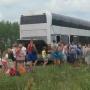 «Жара, кругом поля. Ни воды, ни еды»: пермские туристы застряли в сломанном автобусе под Ижевском