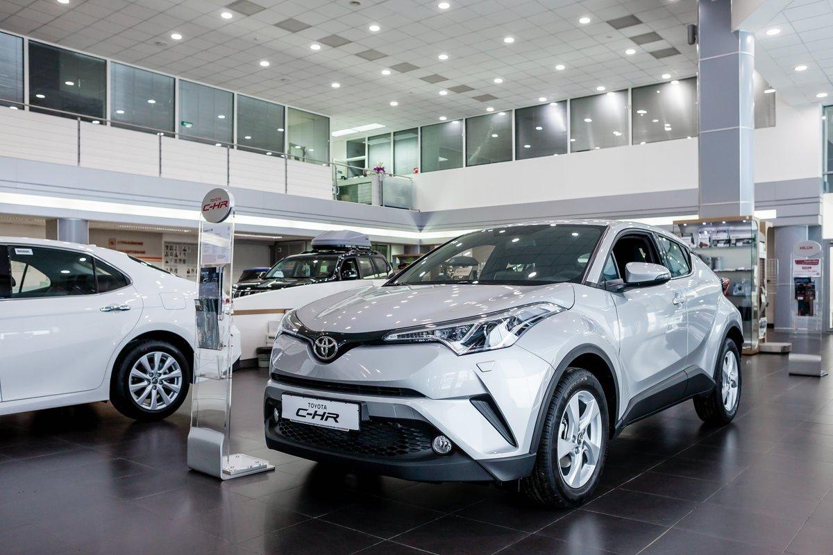Кроссовер Toyota CH-R удивляет футуристическим дизайном