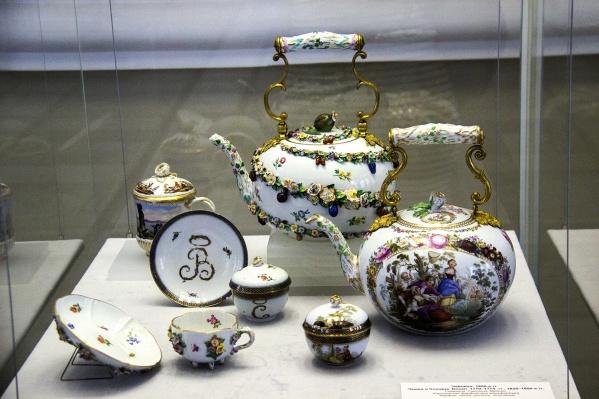 Чайник справа заменял европейцам самовар