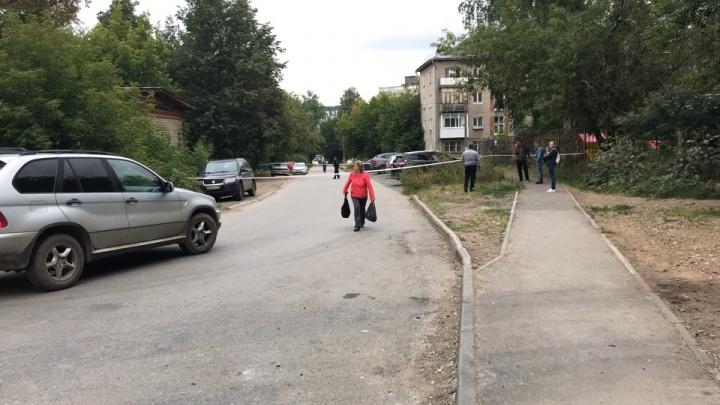 Около детского сада на Гайве обнаружили выкинутые градусники