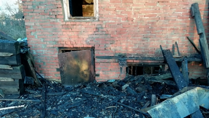 Пожар тушили больше трёх часов: в огне заживо сгорел мужчина