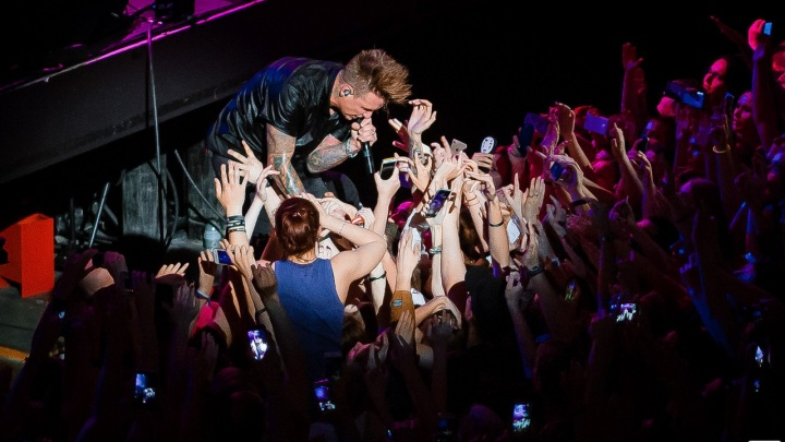 Идеи для летних вечеров: отрываемся под Papa Roach, идём на фестиваль молодых и пляшем с Антохой МС