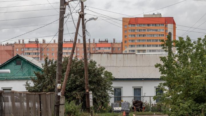 Дома-муравейники, «фронтовые» дороги, наследие Юревича и свет теплиц: 74.ru отправился в Чурилово