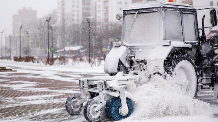 «Следим за погодой и дорогами в режиме онлайн»: на Ярославль обрушились снегопады