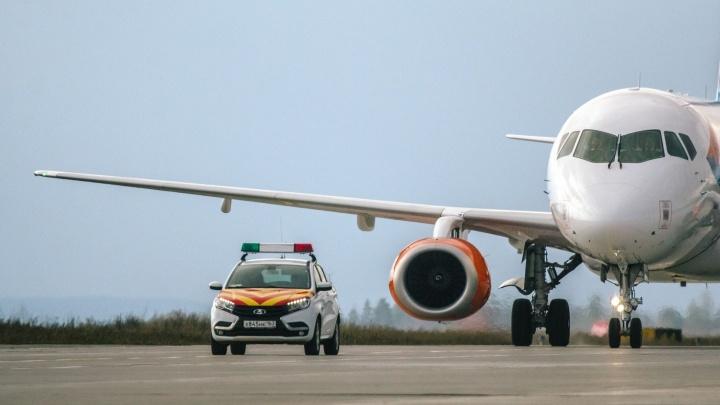 Турист устроил пьянку с дымом на борту самолета Анталья — Самара