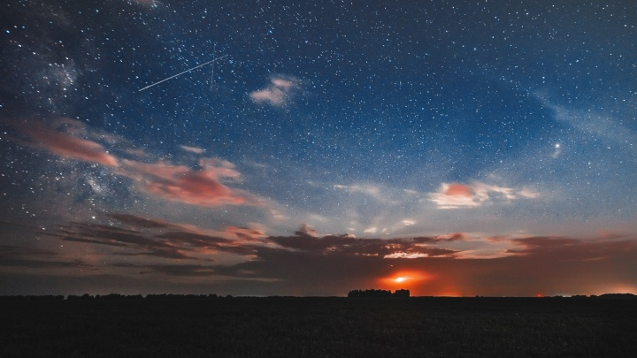 Просто космос: фотографсняла под Новосибирском Марс, Млечный Путь и падающие звёзды