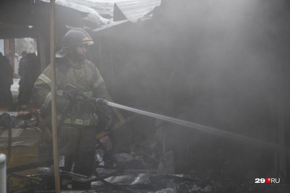 Пожар начался ночью, когда все жители дома спали
