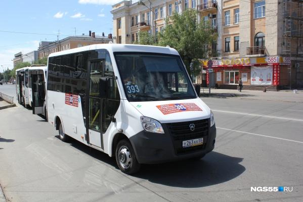 Именно на этой машине Олег Попов всегда выходит на маршрут.Вместе со своим любимым напарником — пёсиком по кличке Чарлик Второй
