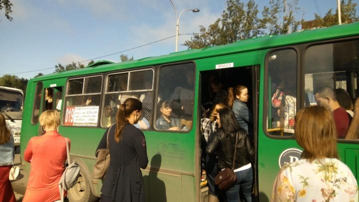 «Водители бастуют»: в день визита Путина в Екатеринбург на маршрут не вышли автобусы № 012 и 019
