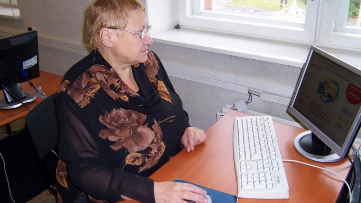 Библиотеку Центра комплексного социального обслуживания пополнили200 «Азбук интернета»