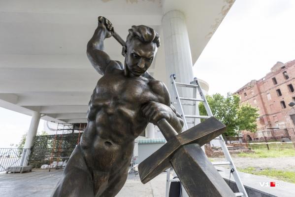 Статуя готова к завтрашнему переезду