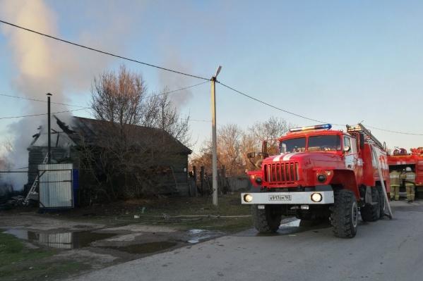 В сгоревшем доме нашли два тела