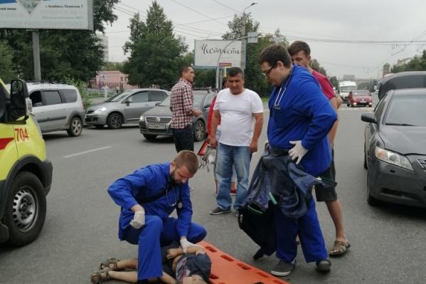 Ребёнок в районе школы переходил улицу Кирова по пешеходному переходу