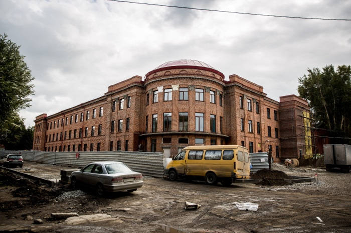 Ремонт бывшего Дома офицеров в самом разгаре