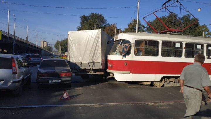 Трамвай — в «Газель», «Газель» — в ВАЗ: ДТП парализовало Заводское шоссе