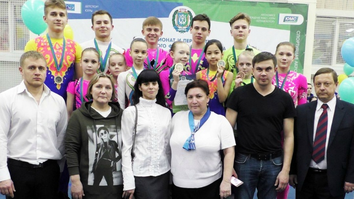 Курганские акробаты привезли медали чемпионата УрФО по спортивной акробатике