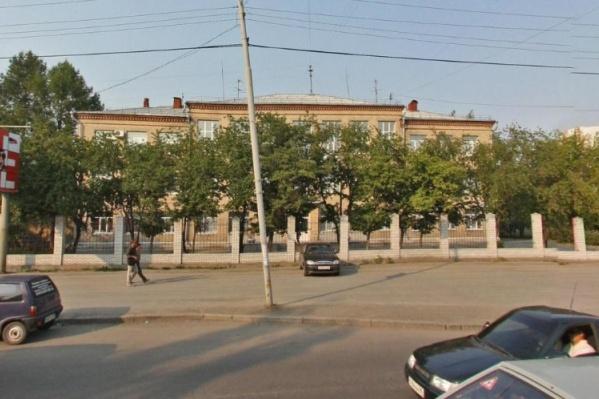 Общежитие находится на территории Училища олимпийского резерва №1 на Шаумяна