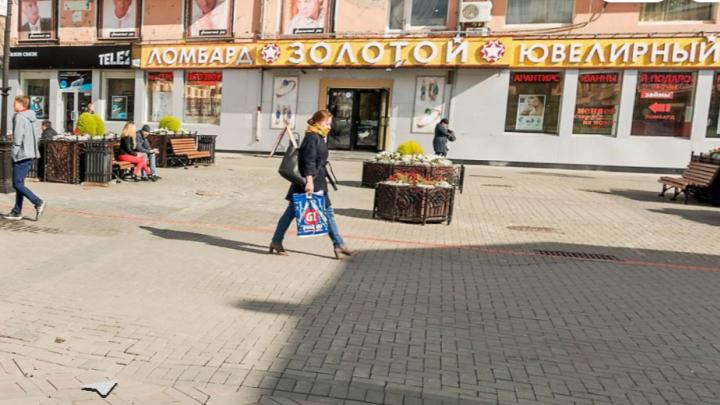 Вынесли всё: в центре Екатеринбурга ограбили ювелирный магазин