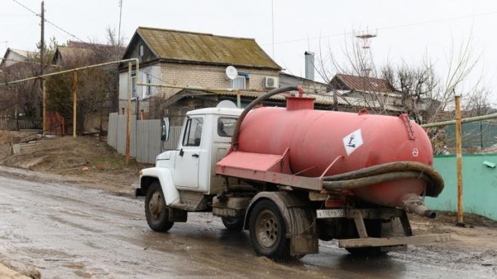 «Смерть ничего не изменила»: чиновники не перекрыли опасную дорогу для грузовиков под Волгоградом