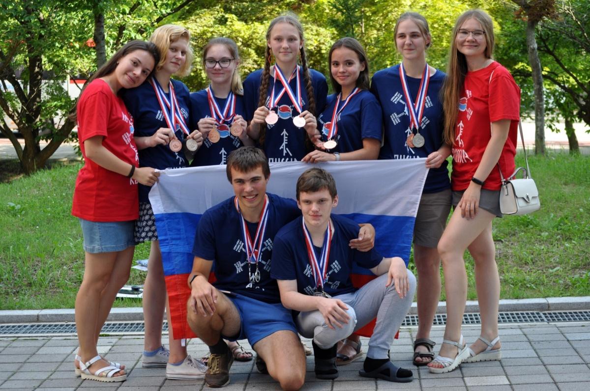 Катя (третья справа) представляла Россию в составе сборной