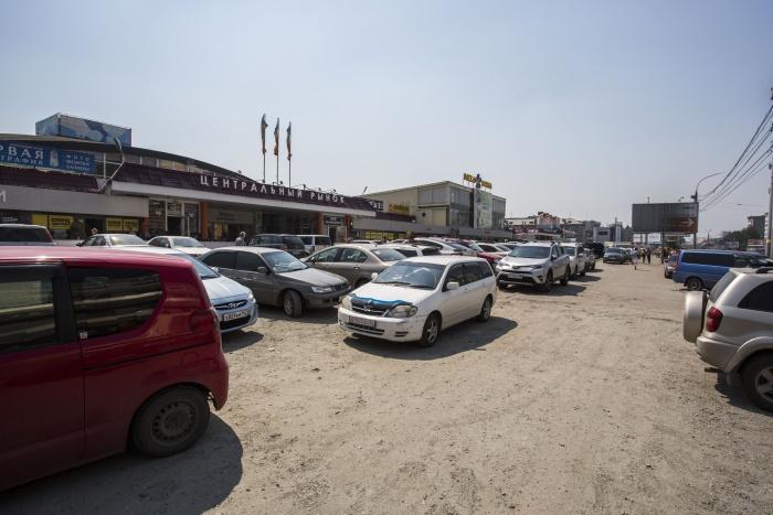Сейчас этот участок земли для будущей платной парковки выглядит так