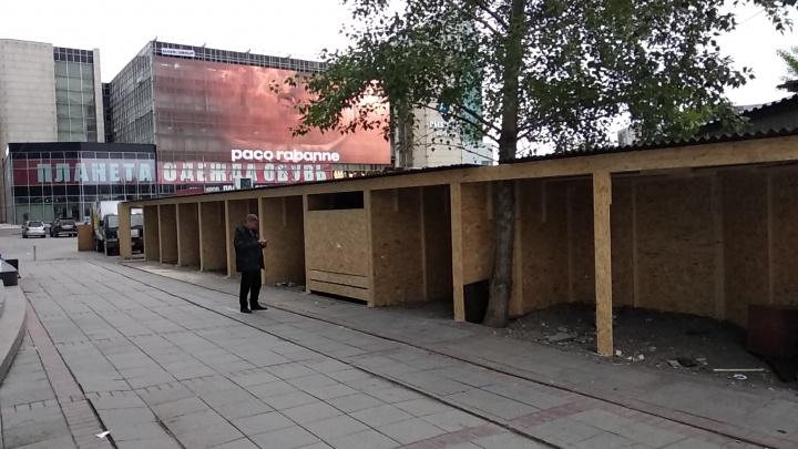 Перед ГУМом начали строить потайную галерею крафтовых киосков