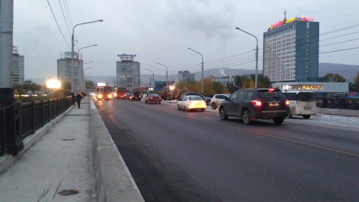 Коммунальный мост открыли для личного транспорта