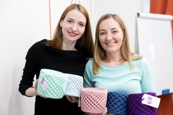 Татьяна и Анастасия производят пряжу 50-ти оттенков