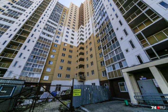 Обещанных квартир дольщики три года ждут