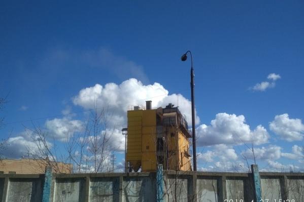 Завод находится недалеко от центра