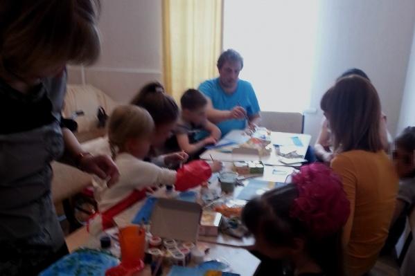 В центре«Мы вместе» занимаются с детьмис аутизмом, синдромом Дауна, ДЦП и другими нарушениями