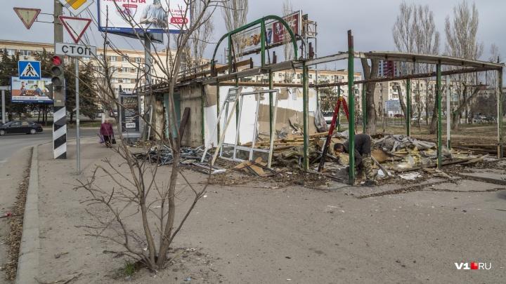 «Снесем все подчистую»: владельцу снесенного киоска с овощами не нашли нового места в Волгограде
