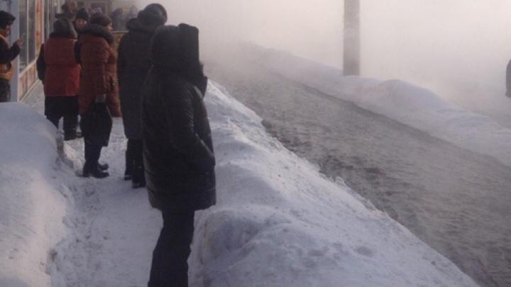 Люди ошпарили ноги: из-за прорыва теплотрассы на Стара-Загоре возбудили уголовное дело