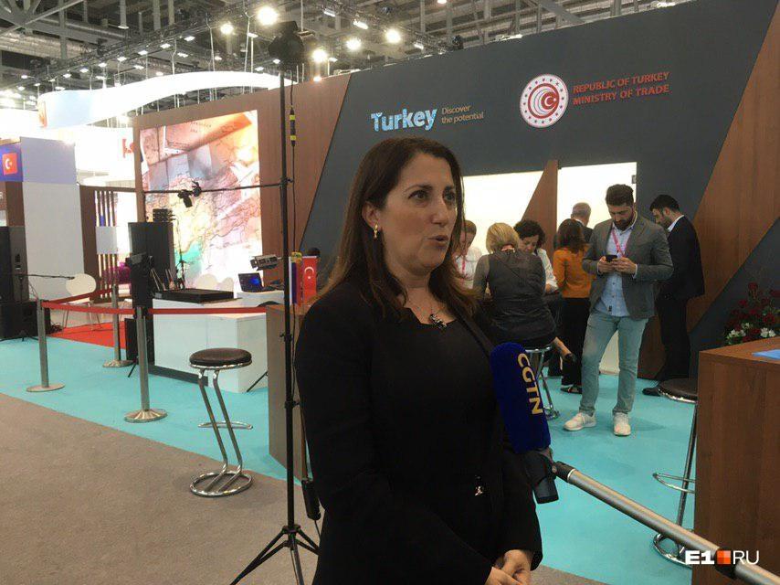 Заместитель министра торговли Турции — женщина, и ее руководитель — министр торговли — тоже женщина
