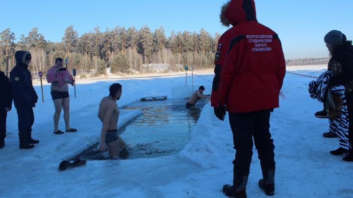 20 тысяч зауральцев искупались в ледяной воде в Крещение