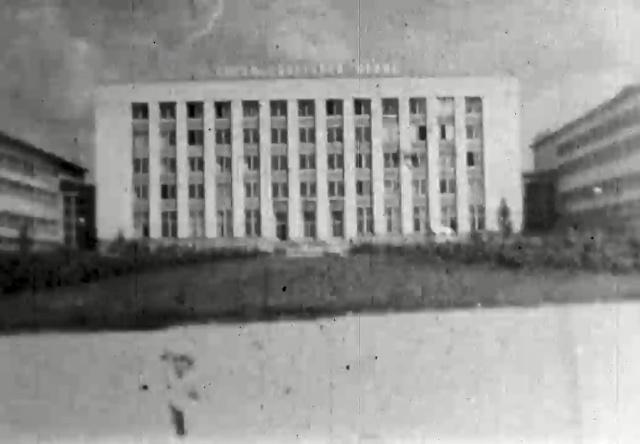 Автор снимал фасады многих зданий в Академгородке, в том числе и Институт ядерной физики