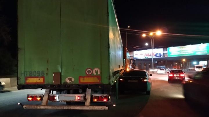 Из-за аварии на Бердском шоссе водители встали в ночную пробку
