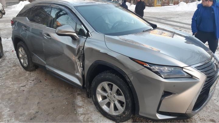 Девушка на Lexus спровоцировала массовое ДТП в центре Самары