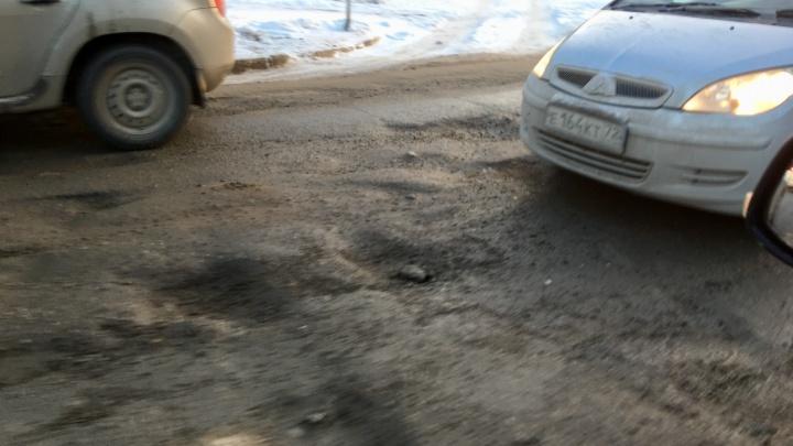 Дорога из «Родников» в центр Новосибирска покрылась ямами — теперь здесь всегда пробки